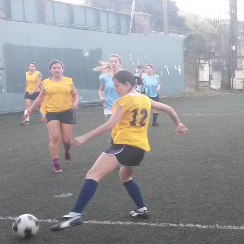 El fútbol femenino a pura garra y pasión