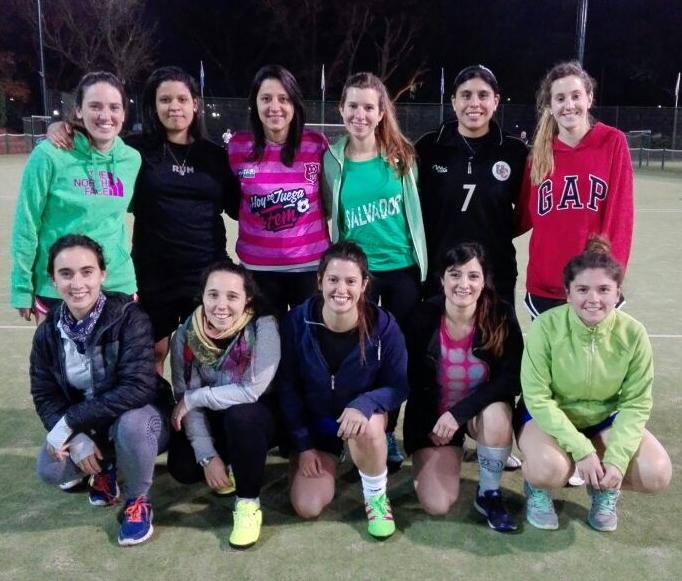 Las Chicas Se Desinhiben Jugando Al Futbol Hoysejuegafem Com
