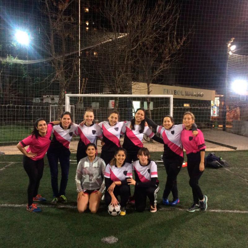 Fútbol Femenino con Pantera Negra