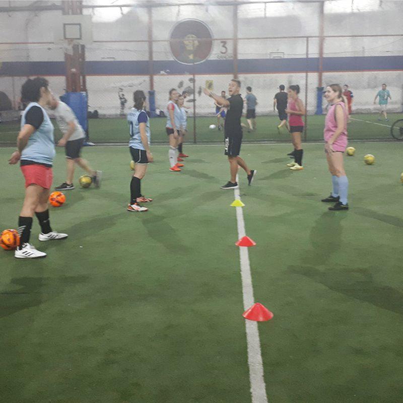 Escuela de fútbol femenino De taquito